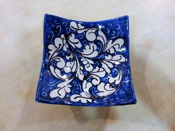 Ciotola blu ornato bianco